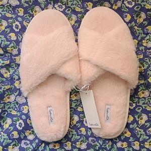 Splendid pink fuzzy slippers M/L